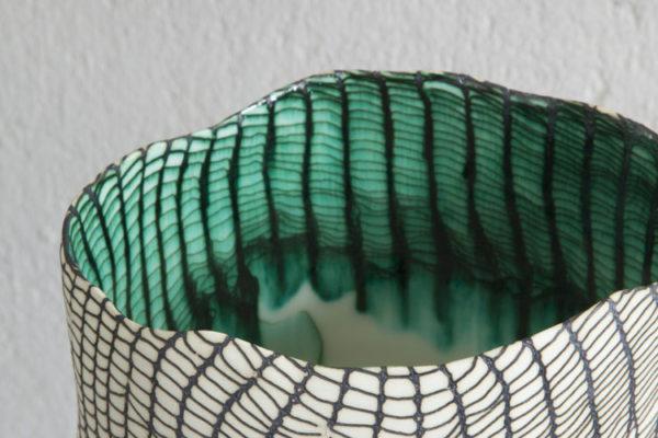 Designer espanhol funde porcelana e cobre em vasos surpreendentes